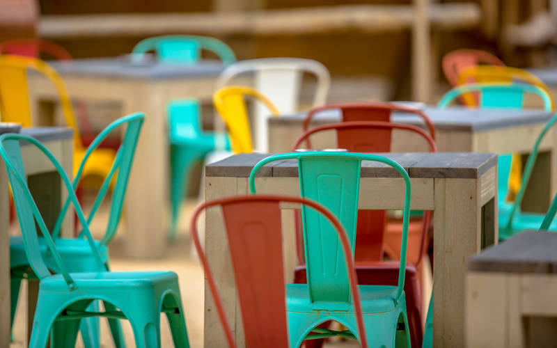 Tavoli e sedie adatte alle aree pubbliche